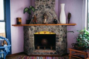Casa de Larry fireplace